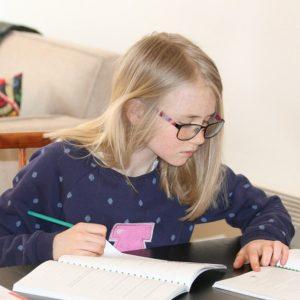 Barn studerar Svenska Distans standardpaket